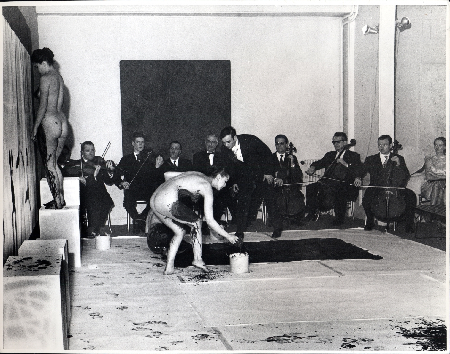 Performance door Yves Klein, 1961