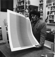 Carlos Cruz-Diez in zijn atelier.