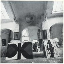 Medestichter Guy Vandenbranden in zijn atelier, Antwerpen.